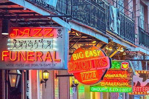 New Orleans「Late afternoon on Bourbon street,French Quarter」:スマホ壁紙(10)