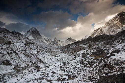 Khumbu Glacier「Late afternoon view over the Himalayas, Lobuche, Everest Base Camp Trek, Nepal」:スマホ壁紙(0)