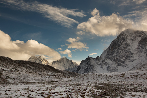 Khumbu Glacier「Late afternoon view over the Himalayas, Lobuche, Everest Base Camp Trek, Nepal」:スマホ壁紙(15)