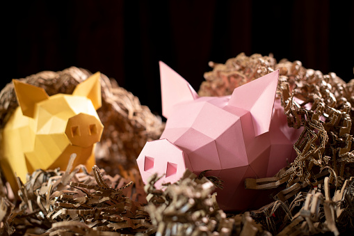 Teenager「Low poly paper piggy banks in a nest of cardboard 'straw'」:スマホ壁紙(12)