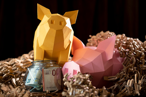Teenager「Low poly paper piggy banks in a nest of cardboard 'straw', with a low poly glass jar with money」:スマホ壁紙(16)