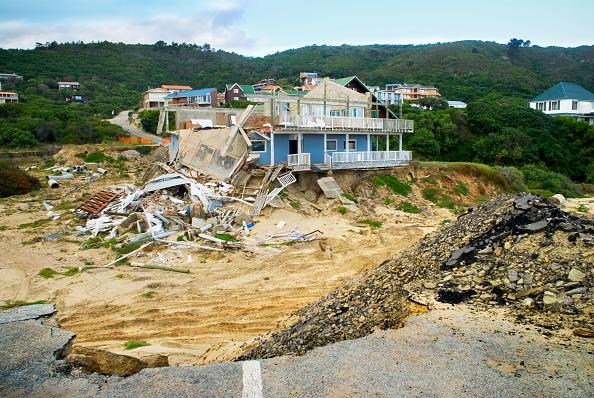 Risk「Collapsed house due to erosion」:写真・画像(16)[壁紙.com]