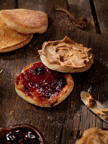 Toasted Food「Toasted English Muffin with Peanut Butter and Jam」:スマホ壁紙(14)