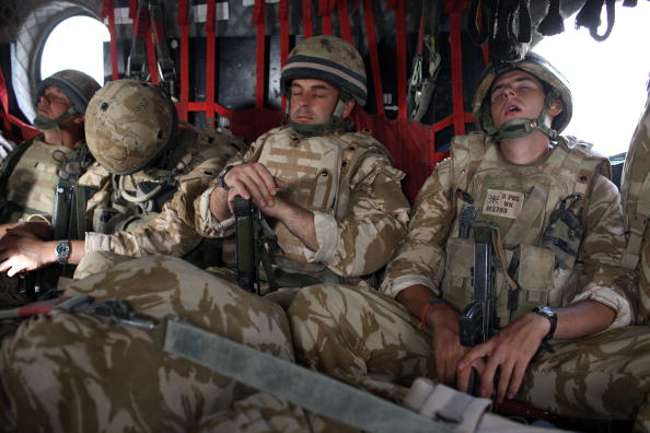 "CH-47 Chinook「British Paratroopers Prepare For Operation ""Daor Bukhou"" in Kandahar City」:写真・画像(9)[壁紙.com]"