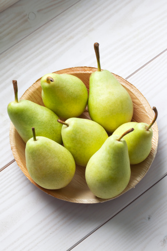 Pear「Palmleaf plate of pears (Pyrus) on white wooden table」:スマホ壁紙(15)