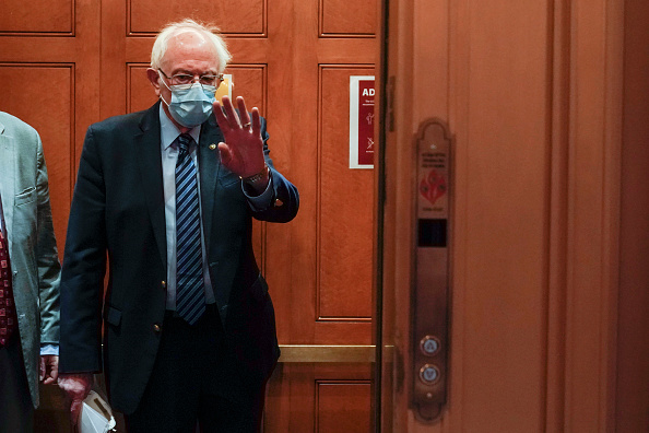 Joshua Roberts「Senate Returns To Capitol Hill To Resume Debate On Overriding Veto Of NDAA」:写真・画像(10)[壁紙.com]