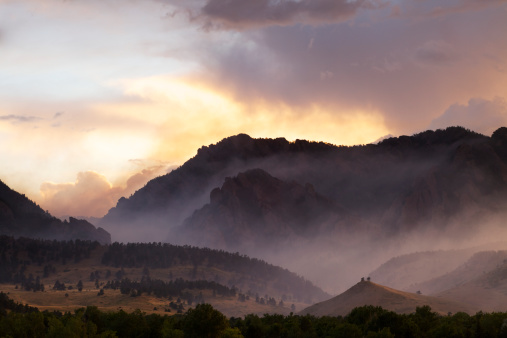 Rolling Landscape「Dramatic Smoke and Fog Mountain Scene」:スマホ壁紙(0)