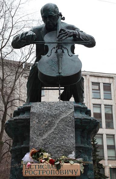 Classical Musician「Rostropovich Statue」:写真・画像(9)[壁紙.com]