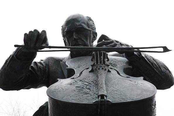 Classical Musician「Rostropovich Statue」:写真・画像(13)[壁紙.com]