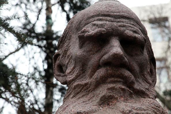 T 「Tolstoy Statue」:写真・画像(17)[壁紙.com]