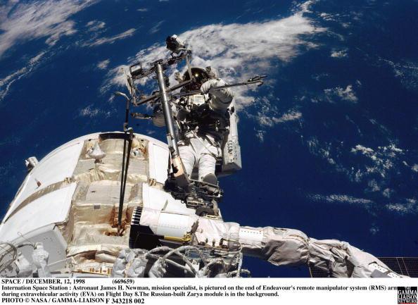 Space Shuttle Endeavor「Space / December 12 1998 -669659 Internation Space Station : Astronaut James H Newman Mission S」:写真・画像(10)[壁紙.com]