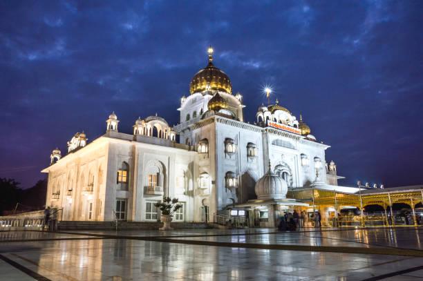 Gurudwara Bangla Sahib (Sikh gurdwara), New Delhi:スマホ壁紙(壁紙.com)