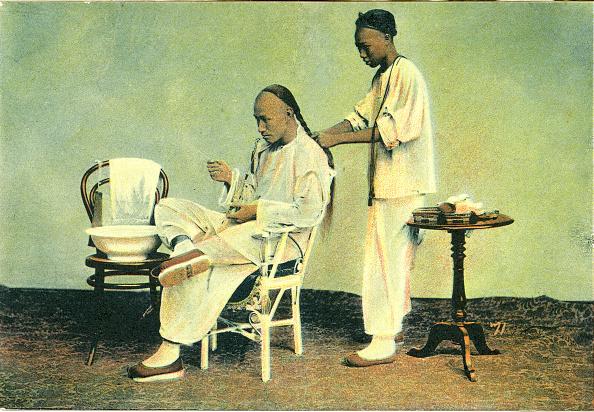 China Photos「Chinese barber plaits hair」:写真・画像(10)[壁紙.com]