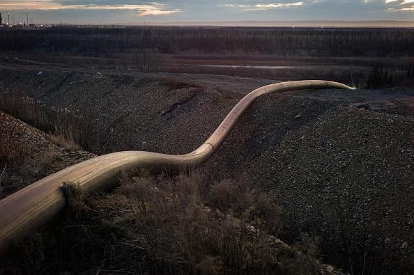 アサバスカ川「Steady Decline Of Oil Prices Take Toll On Oil Sands Dependent Economy In Fort McMurray, Canada」:写真・画像(2)[壁紙.com]