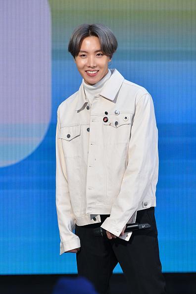 """J-Hope「K Pop Band BTS Visits """"Today"""" Show」:写真・画像(1)[壁紙.com]"""