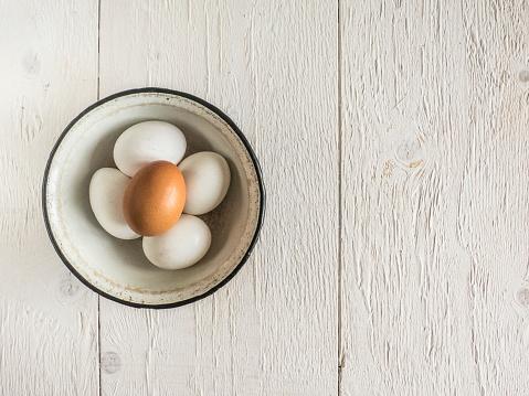 Five Objects「Five eggs in a bowl」:スマホ壁紙(14)