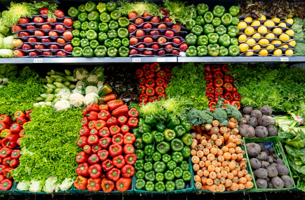 Delicious fresh vegetables and fruits at the refrigerated section of a supermarket:スマホ壁紙(壁紙.com)