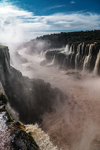 Vertical「The view down Rio Iguazu from the Garganta del Diablo (Devil's Throat), Iguazu Falls (UNESCO World Heritage Site) on Argentinian side, Iguazu, Argentina」:スマホ壁紙(7)