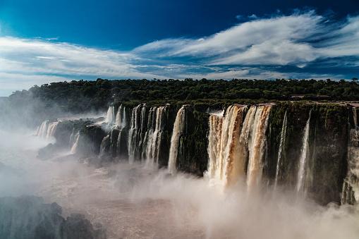 海外旅行「The view down Rio Iguazu from the Garganta del Diablo (Devil's Throat), Iguazu Falls (UNESCO World Heritage Site) on Argentinian side, Iguazu, Argentina」:スマホ壁紙(8)