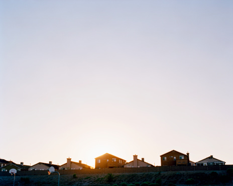 Mid Distance「Row of suburban houses, sunset」:スマホ壁紙(4)