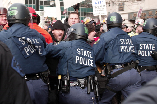 State Capitol Building「Michigan's Right-To-Work Legislation Draws Large Protests At Capitol」:写真・画像(18)[壁紙.com]