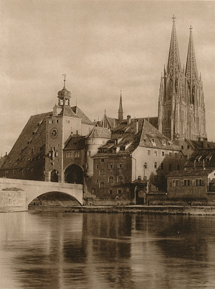 Water's Edge「Regensburg - Bridge-Gate and Cathedral Towers, 1931」:写真・画像(3)[壁紙.com]