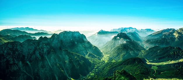 Spirituality「Border between Italy and Slovenia, Mangart, Julian Alps」:スマホ壁紙(14)