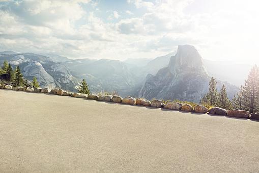 Yosemite Valley「path with Yosemite's half dome in background」:スマホ壁紙(9)