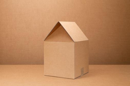 Closed「Moving home. Cardboard box shaped house.」:スマホ壁紙(6)
