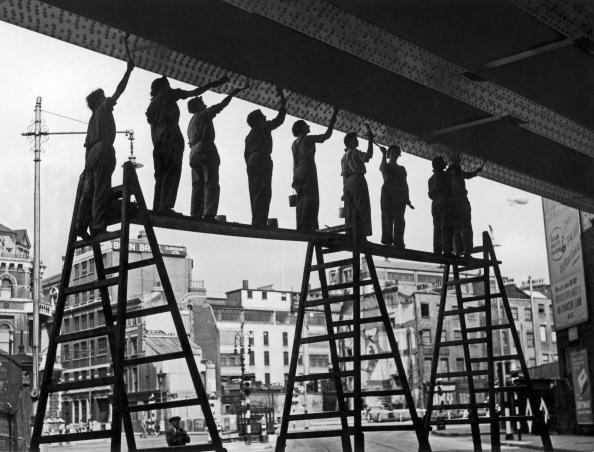 In A Row「Women Paint Bridge」:写真・画像(13)[壁紙.com]