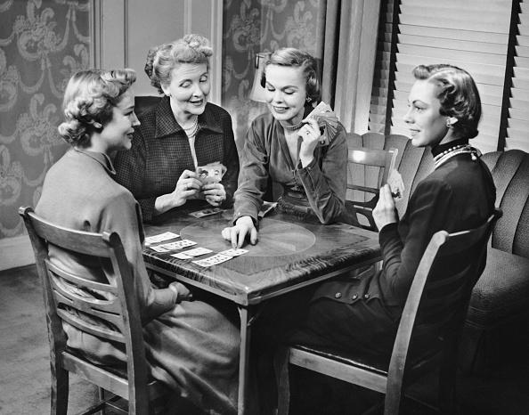 趣味・暮らし「Group of women playing cards」:写真・画像(18)[壁紙.com]