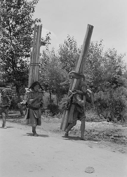 Michael Ochs Archives「Carrying Poles」:写真・画像(16)[壁紙.com]