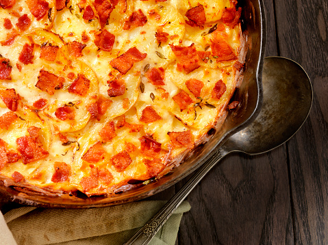 Scalloped - Pattern「Skillet baked, Scalloped Potatoes with Bacon」:スマホ壁紙(1)