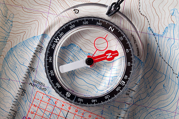 Compass on topographic maps.:スマホ壁紙(壁紙.com)