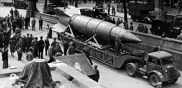 Fred Morley「V2 Rocket Arrives」:写真・画像(16)[壁紙.com]
