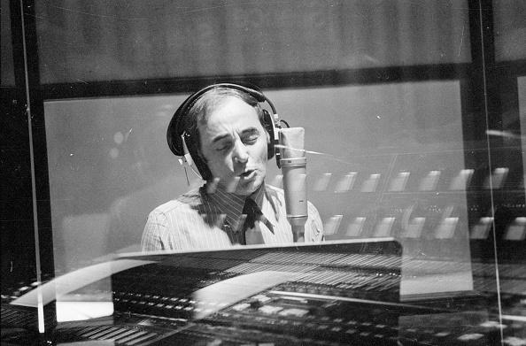 Victor Blackman「Charles Aznavour」:写真・画像(0)[壁紙.com]