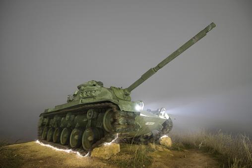 Military Land Vehicle「Spain, Burgos, misty night scene of an abandoned Military war tank」:スマホ壁紙(10)