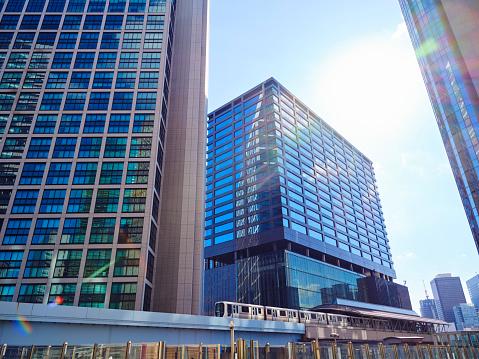 Financial District「Tokyo Skyscraper Buildings on a Clear Day」:スマホ壁紙(2)