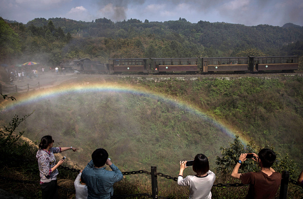 Rainbow「Steam Train Provides Link Between China's Past And Present」:写真・画像(19)[壁紙.com]