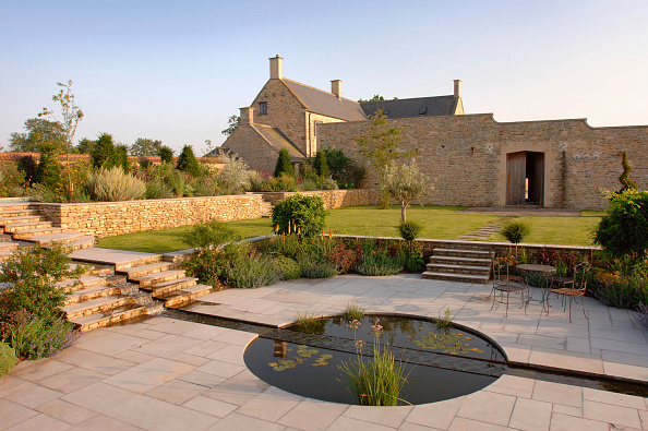 Ornamental Garden「A walled country garden with a cascade and pool water feature Somerset UK」:写真・画像(19)[壁紙.com]