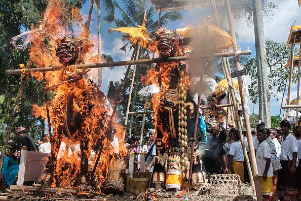 Cremation「Balinese Hindus Hold Mass Cremation」:写真・画像(6)[壁紙.com]