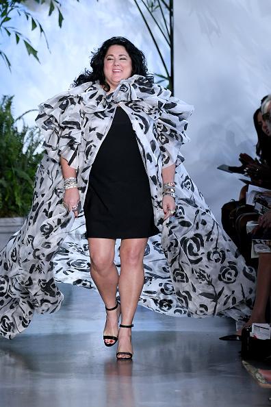 Albert Urso「Dennis Basso - Runway - September 2019 - New York Fashion Week: The Shows」:写真・画像(7)[壁紙.com]