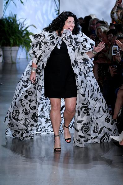 Albert Urso「Dennis Basso - Runway - September 2019 - New York Fashion Week: The Shows」:写真・画像(6)[壁紙.com]