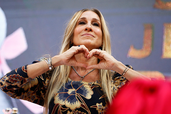 Sarah Jessica Parker「Sarah Jessica Parker Greets Fans At Highpoint Shopping Centre」:写真・画像(19)[壁紙.com]