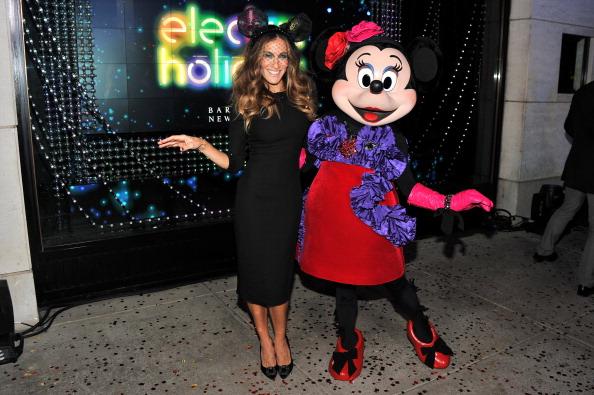 ミニーマウス「Unveiling Moment At Barneys New York & Disney Electric Holiday Spectacular With Sarah Jessica Parker, Bob Iger, and Mark Lee」:写真・画像(1)[壁紙.com]