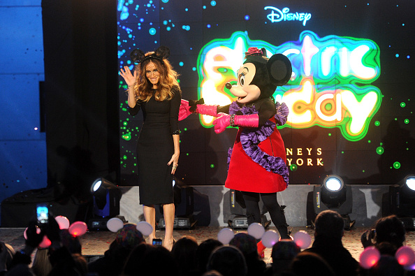 ミニーマウス「Unveiling Moment At Barneys New York & Disney Electric Holiday Spectacular With Sarah Jessica Parker, Bob Iger, and Mark Lee」:写真・画像(16)[壁紙.com]