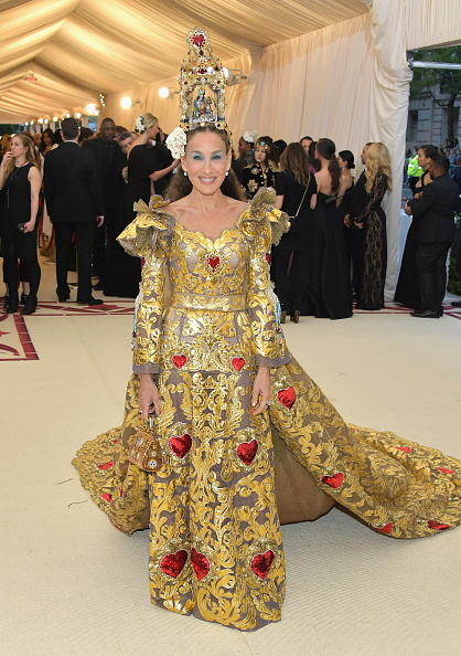 Sarah Jessica Parker「Heavenly Bodies: Fashion & The Catholic Imagination Costume Institute Gala - Arrivals」:写真・画像(10)[壁紙.com]