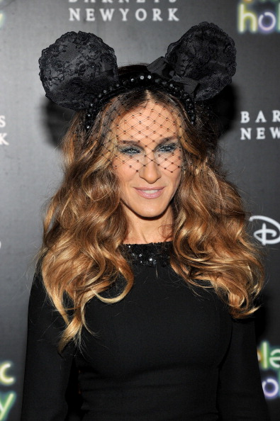 Sarah Jessica Parker「Barneys New York And Disney Electric Holiday Window Unveiling Hosted By Sarah Jessica Parker, Bob Iger, And Mark Lee - Arrivals」:写真・画像(6)[壁紙.com]