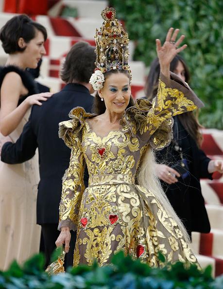 Sarah Jessica Parker「Heavenly Bodies: Fashion & The Catholic Imagination Costume Institute Gala - Outside Arrivals」:写真・画像(14)[壁紙.com]