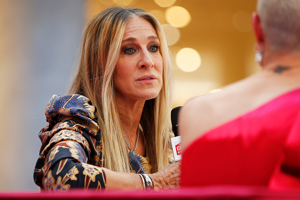 Sarah Jessica Parker「Sarah Jessica Parker Greets Fans At Highpoint Shopping Centre」:写真・画像(10)[壁紙.com]
